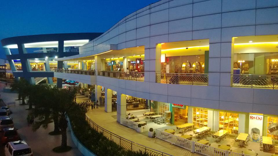 View of MOA from the foot bridge, taken by Sonnie Santos using Lumia 920